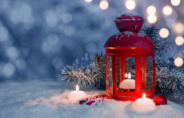 Ładuję akumulatory atmosferą świąteczną. Ostatni czas był bardzo trudny. To widać też na blogu. Ale już jestem…. odpoczywam wśród blasku świec, zapachu pierników, rozmów z rodziną, nieważnych zadań kalendarza, wyłączania budzika. Lada chwila wrócę pełna energii. Poczekajcie na mnie 😉